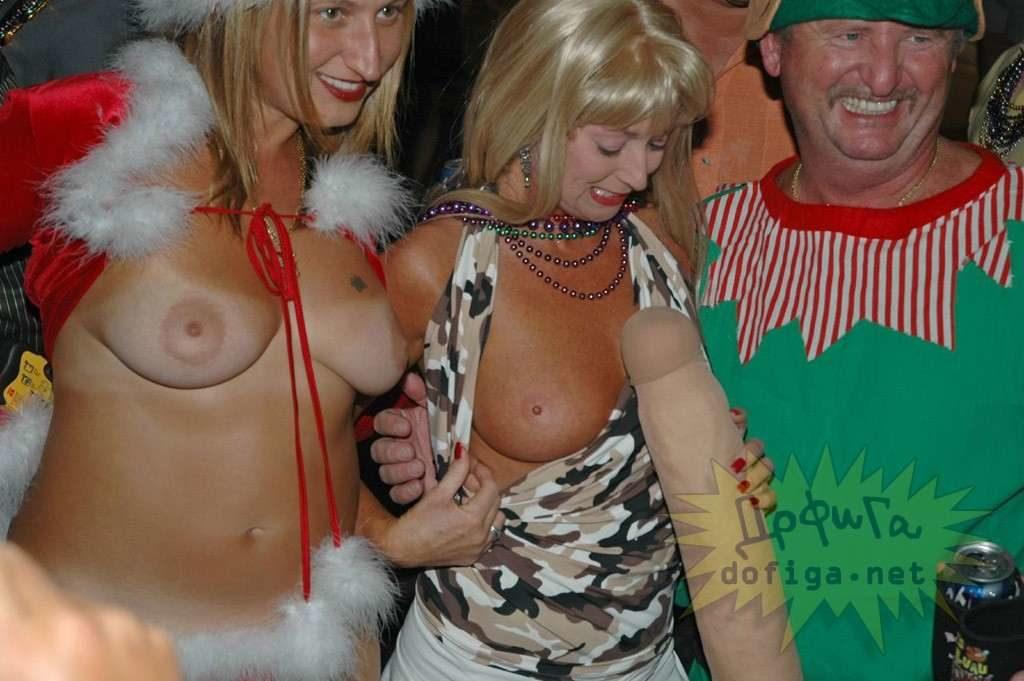クリスマスになるにつれ増える露出狂の女がこちら。。エロサンタがいっぱいwwwww・1枚目