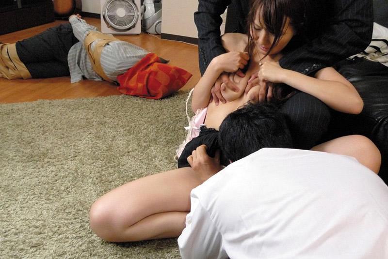 【寝取られ】他人棒にヤラれてる人妻を見て興奮するスレwwセックスレス万歳wwwww・10枚目