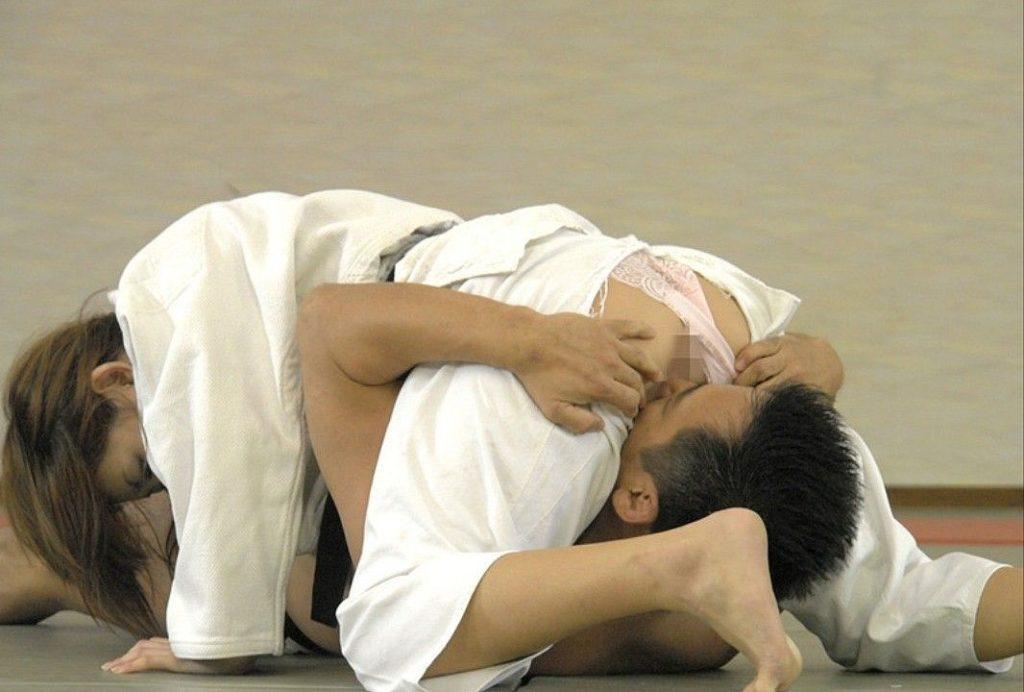 """【放送事故】柔道女子がTVで""""ポロリ""""してしまった瞬間がこちら。。(画像あり)・3枚目"""