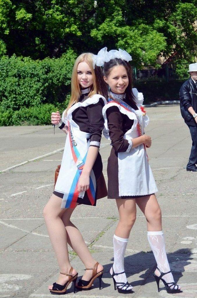 ロシアJKの卒業式…ミニスカのメイドだらけで盗撮する気持ちもわかるわwwwww(画像あり)・15枚目