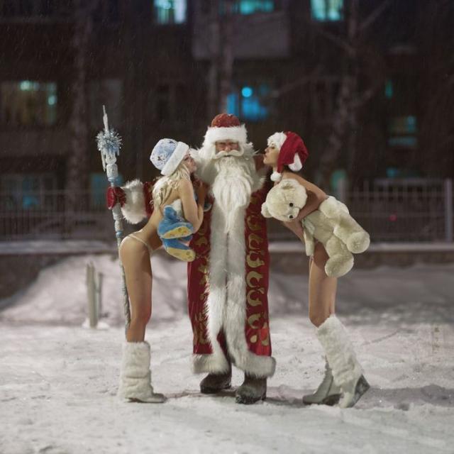 クリスマスになるにつれ増える露出狂の女がこちら。。エロサンタがいっぱいwwwww・16枚目