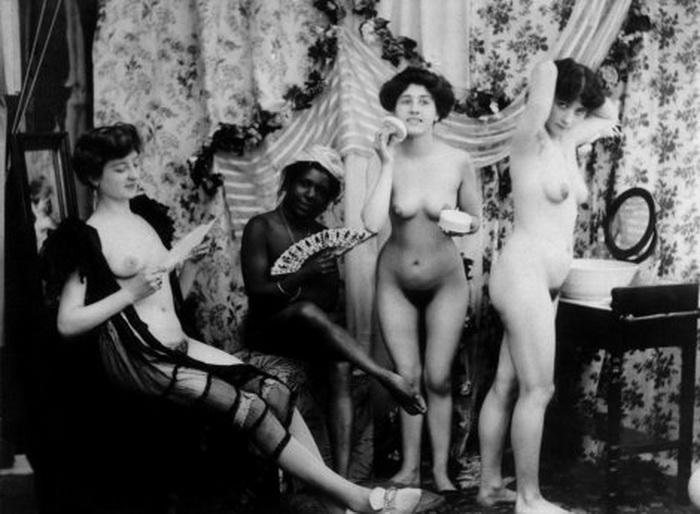 【エロ画像】白黒時代のヘアヌード女さんのナチュラルボディーがこちら。(26枚)・21枚目
