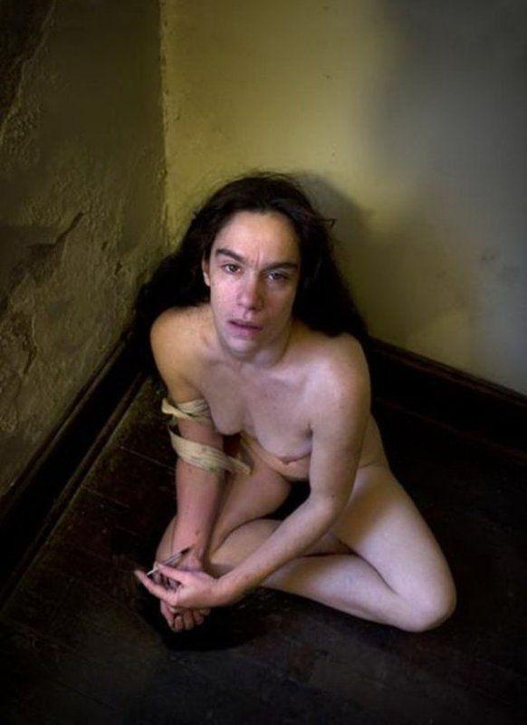 【薬物中毒者】全裸でキメてる女性たちが撮影された画像まとめ。(33枚)・22枚目