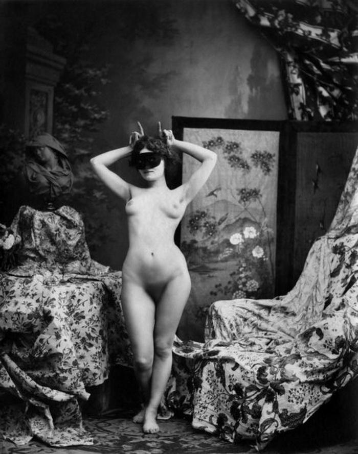 【エロ画像】白黒時代のヘアヌード女さんのナチュラルボディーがこちら。(26枚)・22枚目