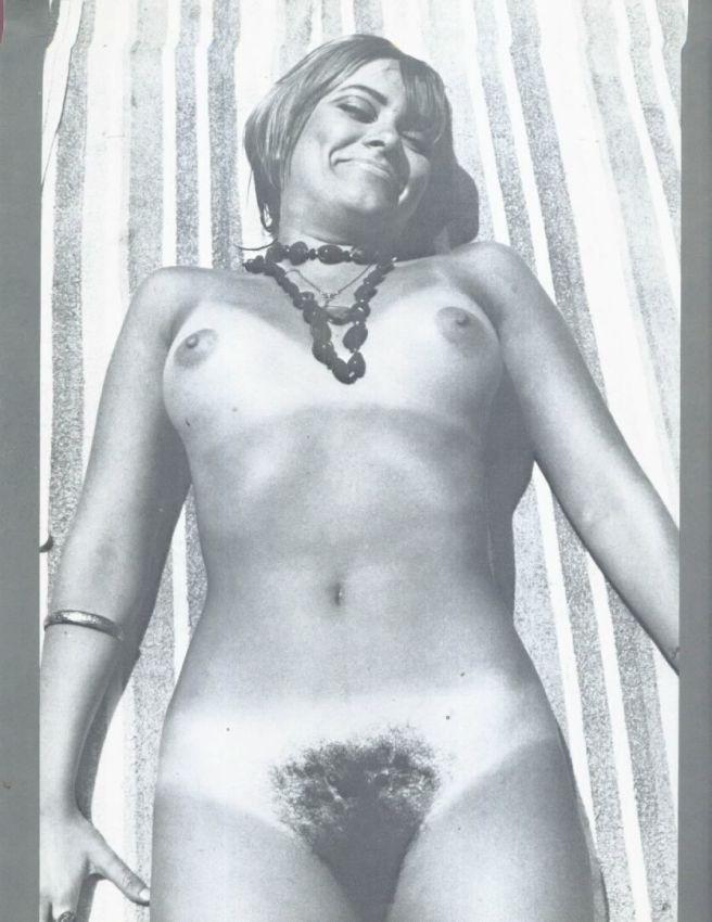 【エロ画像】白黒時代のヘアヌード女さんのナチュラルボディーがこちら。(26枚)・24枚目