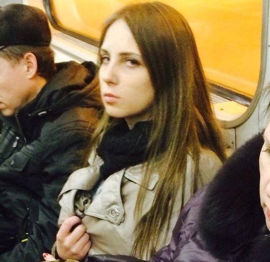 ロシアの電車内の光景。マジで天国過ぎて朝から勃起不可避で草wwwwww(画像あり)・6枚目