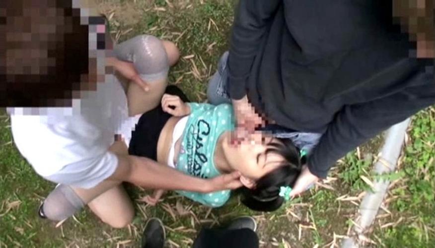 【レイプ注意】野外でボッロボロに犯される女を見て興奮するスレwwwwww・26枚目