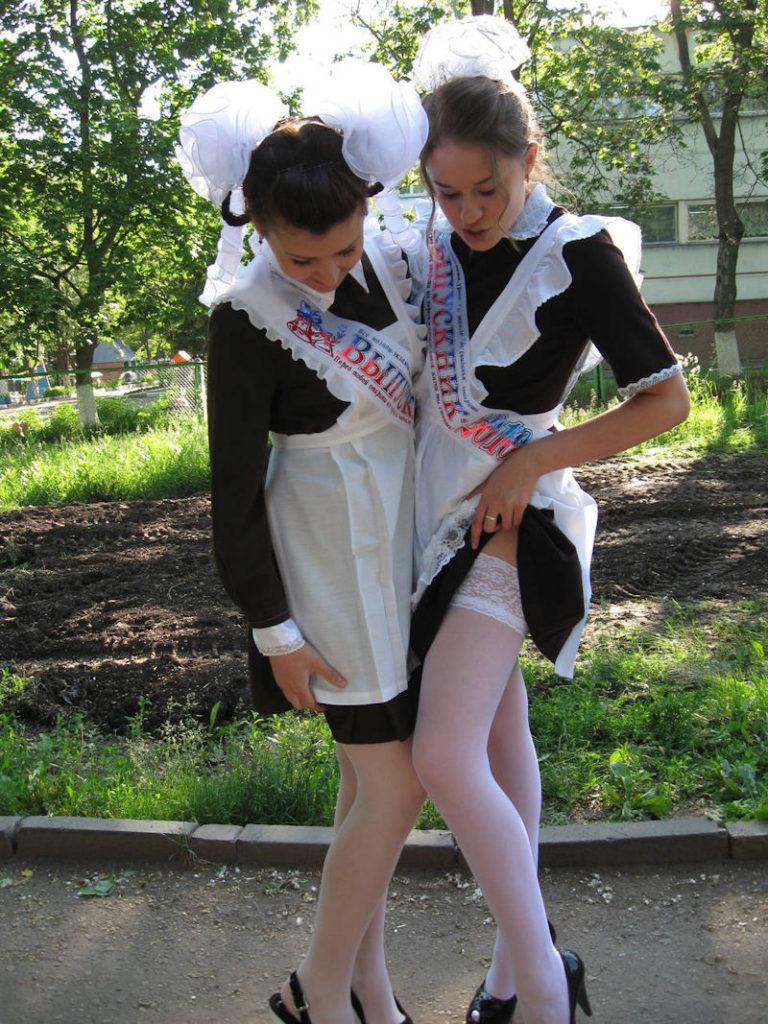 ロシアJKの卒業式…ミニスカのメイドだらけで盗撮する気持ちもわかるわwwwww(画像あり)・27枚目