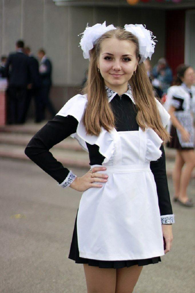 ロシアJKの卒業式…ミニスカのメイドだらけで盗撮する気持ちもわかるわwwwww(画像あり)・33枚目