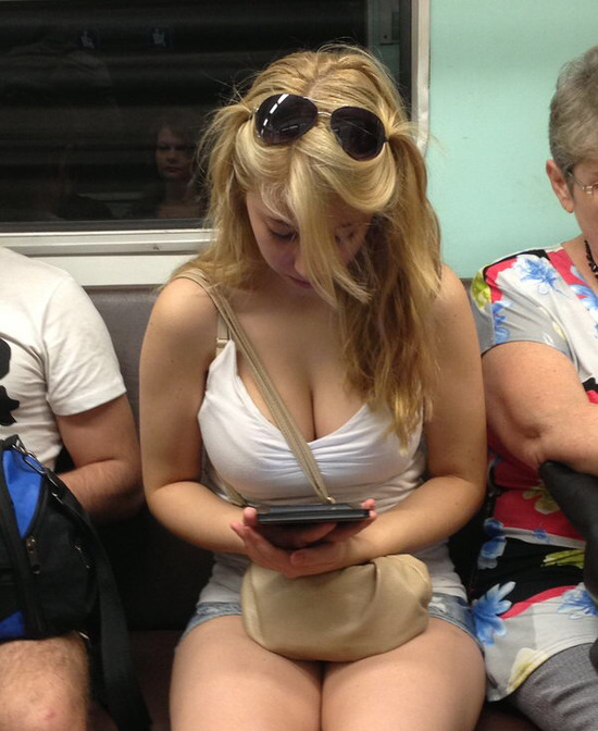 ロシアの電車内の光景。マジで天国過ぎて朝から勃起不可避で草wwwwww(画像あり)・4枚目