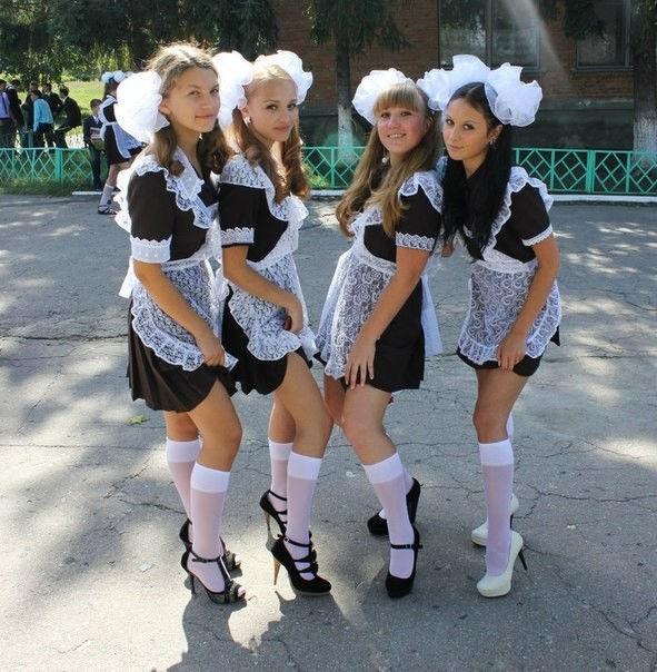 ロシアJKの卒業式…ミニスカのメイドだらけで盗撮する気持ちもわかるわwwwww(画像あり)・4枚目