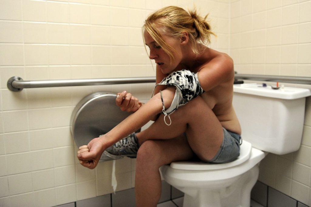 【薬物中毒者】全裸でキメてる女性たちが撮影された画像まとめ。(33枚)・4枚目