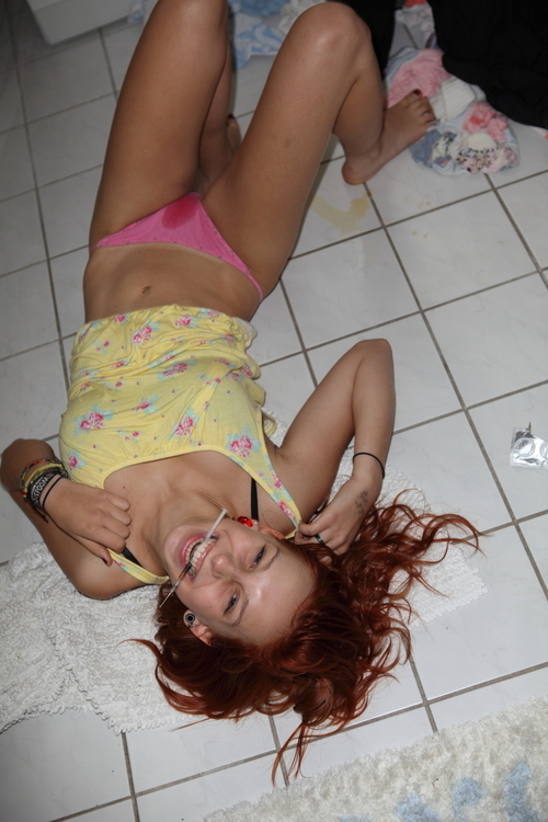 【薬物中毒者】全裸でキメてる女性たちが撮影された画像まとめ。(33枚)・5枚目