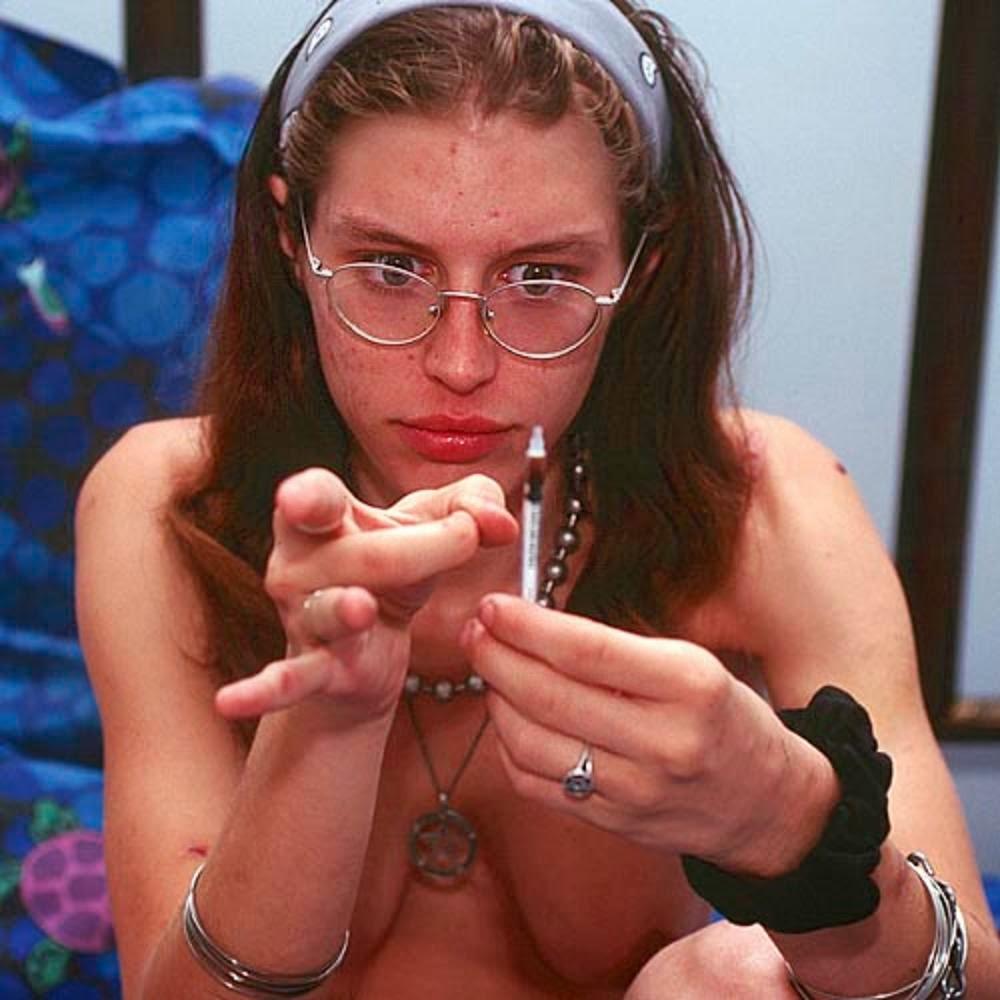 【薬物中毒者】全裸でキメてる女性たちが撮影された画像まとめ。(33枚)・6枚目