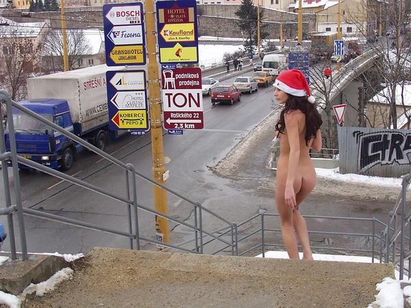 クリスマスになるにつれ増える露出狂の女がこちら。。エロサンタがいっぱいwwwww・8枚目