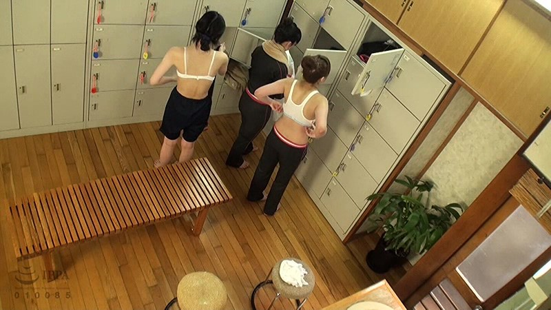 【ガチ盗撮】修学旅行の女子学生、宿泊先でしっかり盗撮され拡散される・・・(画像あり)・1枚目