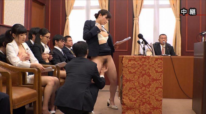 【エロ画像】伝説の国会中継。女子議員オッパイ丸出しやんwwwwww・14枚目