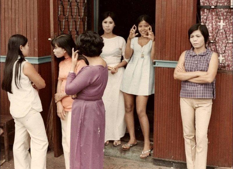 【売春婦】ベトナムの売春宿で撮影された「軍用御用達」の女たち。・16枚目