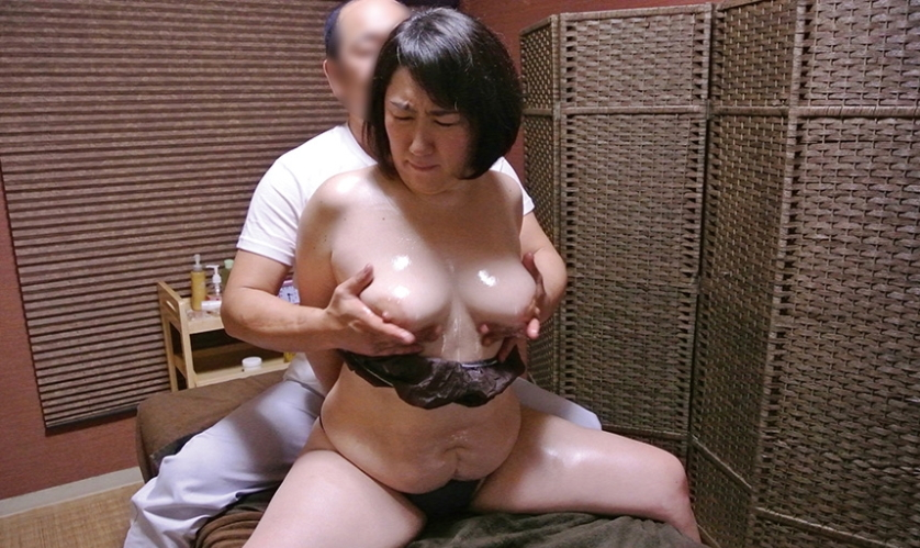 【熟女】経験豊富な女さん、マッサージ師のセクハラを受け入れる・・・・19枚目