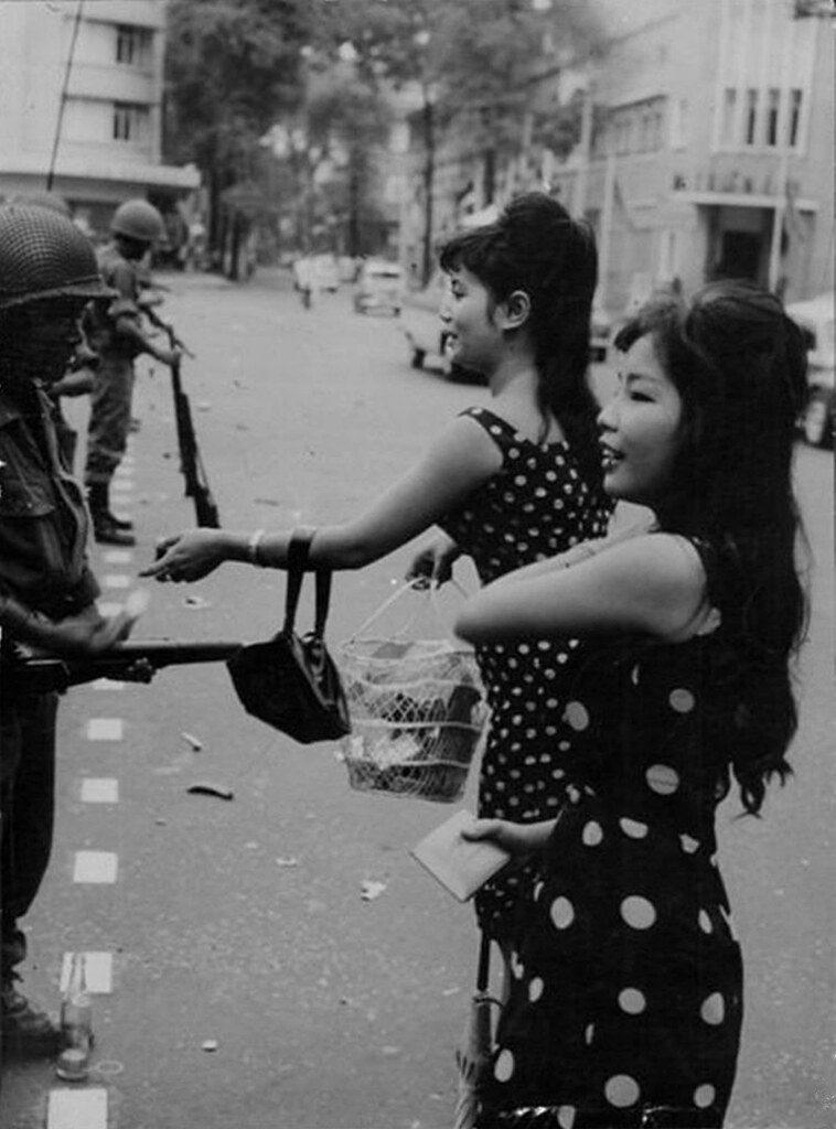 【売春婦】ベトナムの売春宿で撮影された「軍用御用達」の女たち。・2枚目