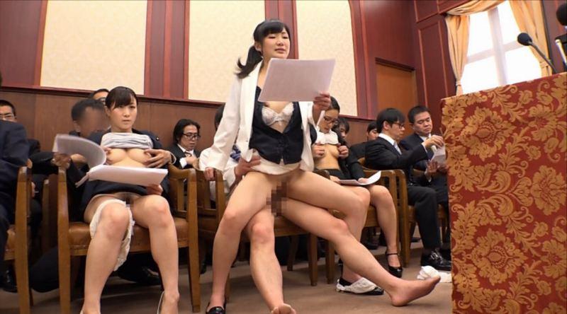 【エロ画像】伝説の国会中継。女子議員オッパイ丸出しやんwwwwww・20枚目