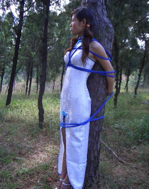 「世界の民族衣装」のエロ画像まとめ。日本との違いをご覧ください。(32枚)・20枚目
