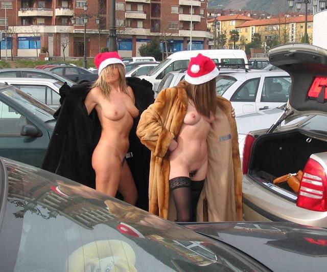 露出狂の女ってクリスマスになると何でサンタになるの?プレゼントはエロそうwwwww(画像あり)・21枚目