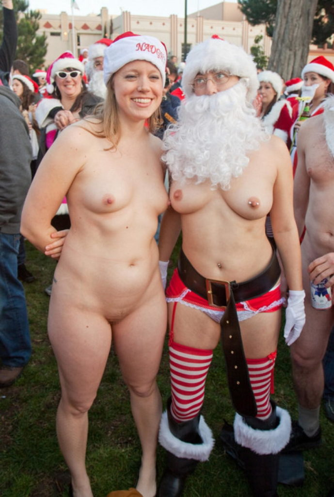露出狂の女ってクリスマスになると何でサンタになるの?プレゼントはエロそうwwwww(画像あり)・22枚目