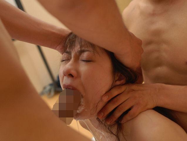 イラマチオさせられた女さん、色んな液体が出まくる。これはヒドイわwwwww(GIFあり)・25枚目