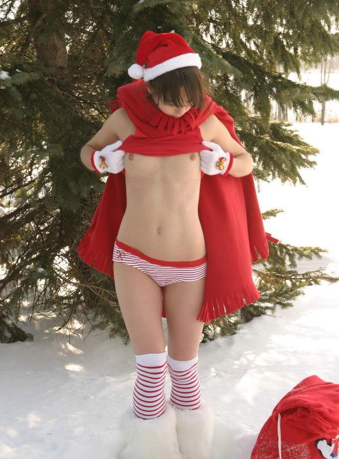 露出狂の女ってクリスマスになると何でサンタになるの?プレゼントはエロそうwwwww(画像あり)・27枚目