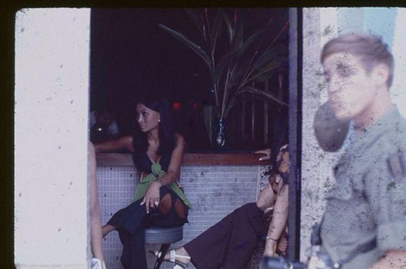 【売春婦】ベトナムの売春宿で撮影された「軍用御用達」の女たち。・28枚目