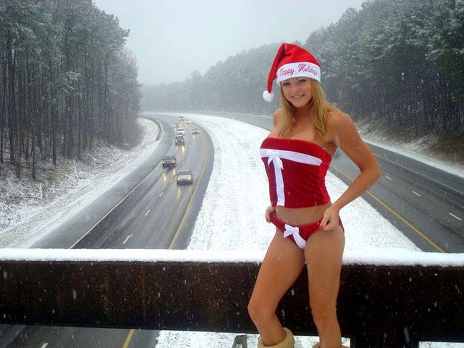 露出狂の女ってクリスマスになると何でサンタになるの?プレゼントはエロそうwwwww(画像あり)・30枚目