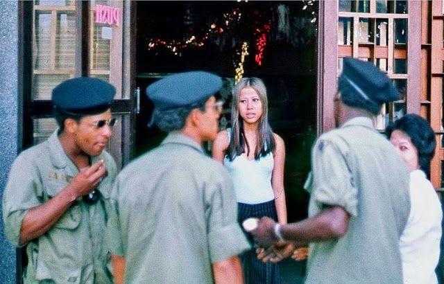 【売春婦】ベトナムの売春宿で撮影された「軍用御用達」の女たち。・5枚目