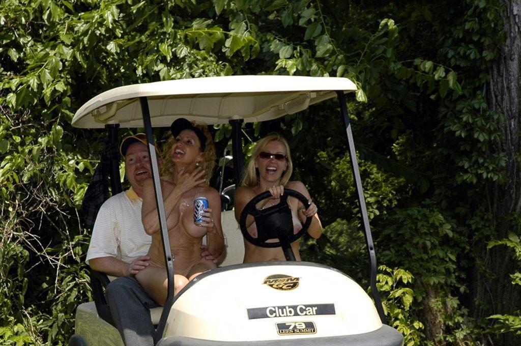 【エロ画像】富豪の ゴルフコンペ ただの露出大会になるwwwww・30枚目