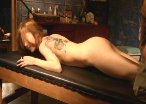 【女優 乳首】濡れ場シーンでガッツリ乳首を吸われる光景。これは勃起するわwwwww(GIFあり)・3枚目