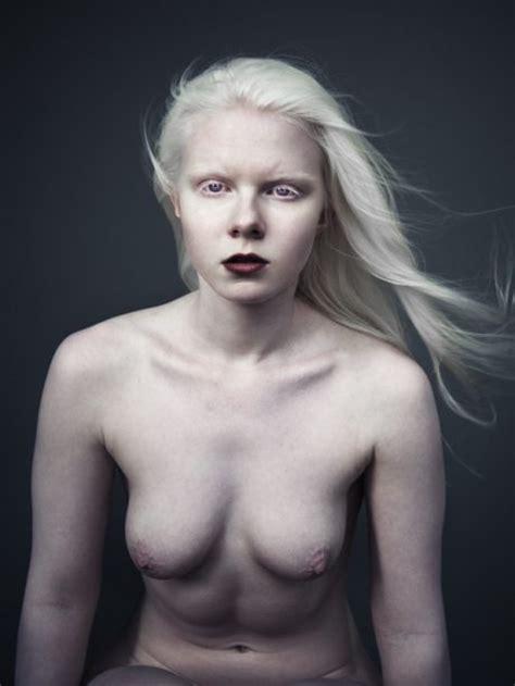 """""""アルビノ""""な美女のヌード写真集。ガチで全部が真っ白wwwwwww(23枚)・11枚目"""