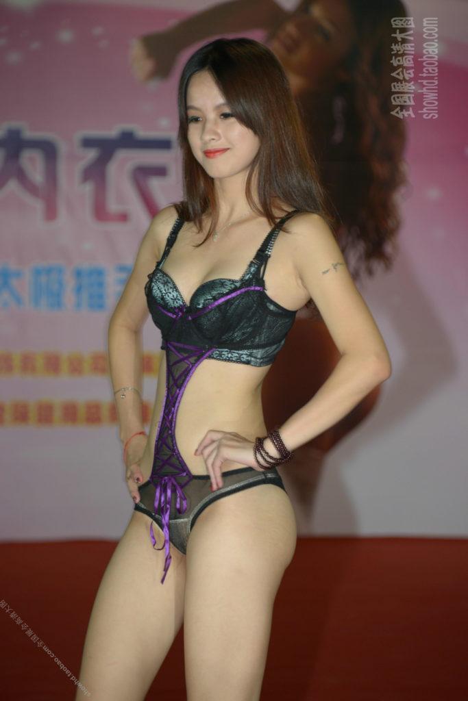 【下着エロ】中国のモデル女さん、ヤリすぎ下着を着せられショーに出演させられるwwwwww(画像あり)・12枚目