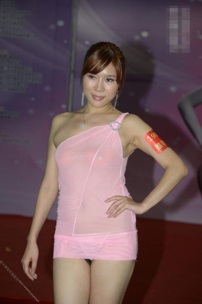 【下着エロ】中国のモデル女さん、ヤリすぎ下着を着せられショーに出演させられるwwwwww(画像あり)・17枚目