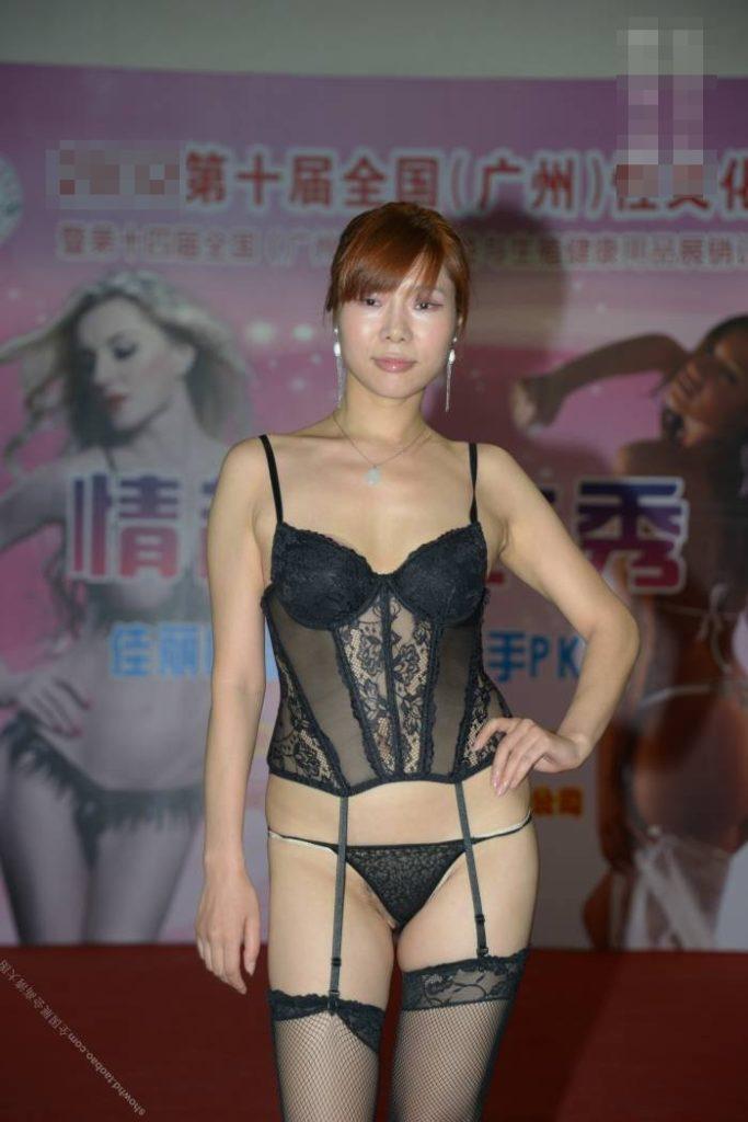 【下着エロ】中国のモデル女さん、ヤリすぎ下着を着せられショーに出演させられるwwwwww(画像あり)・19枚目