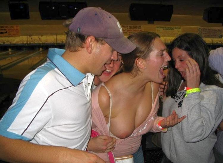 【乳首ポロリ】B地区をポロッちゃった女性たちをご覧くださいwwwwww(115枚)・40枚目
