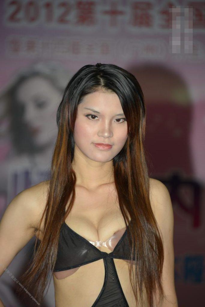 【下着エロ】中国のモデル女さん、ヤリすぎ下着を着せられショーに出演させられるwwwwww(画像あり)・20枚目