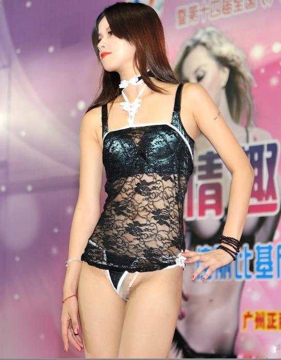 【下着エロ】中国のモデル女さん、ヤリすぎ下着を着せられショーに出演させられるwwwwww(画像あり)・24枚目