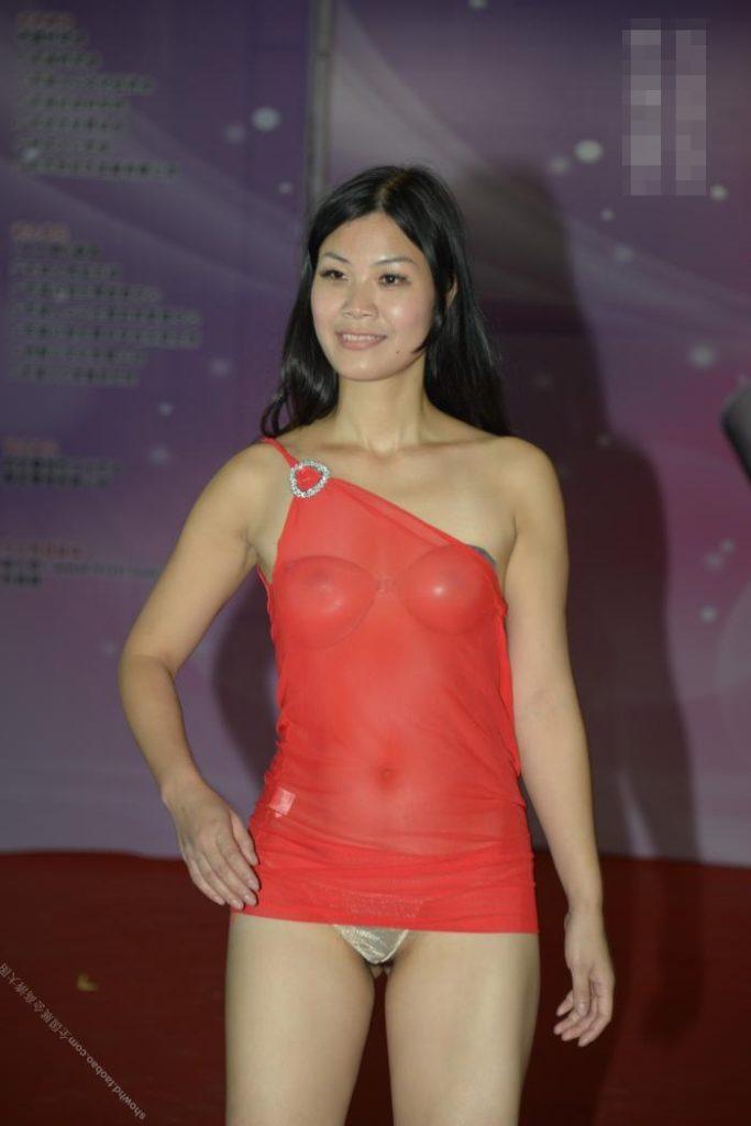 【下着エロ】中国のモデル女さん、ヤリすぎ下着を着せられショーに出演させられるwwwwww(画像あり)・9枚目