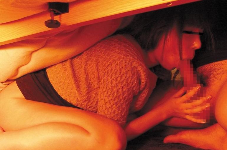 【エロGIF】ビッチ女がコタツの使い方が斬新すぎる。掘りゴタツ最強すぎwwwwww・5枚目