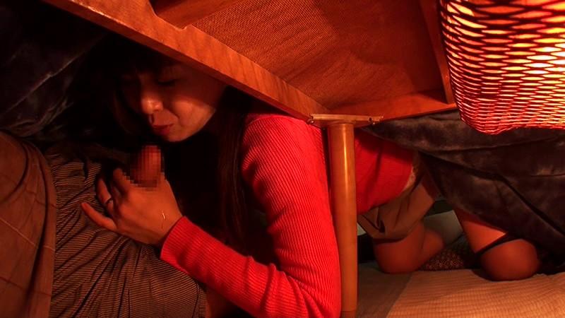 【エロGIF】ビッチ女がコタツの使い方が斬新すぎる。掘りゴタツ最強すぎwwwwww・9枚目