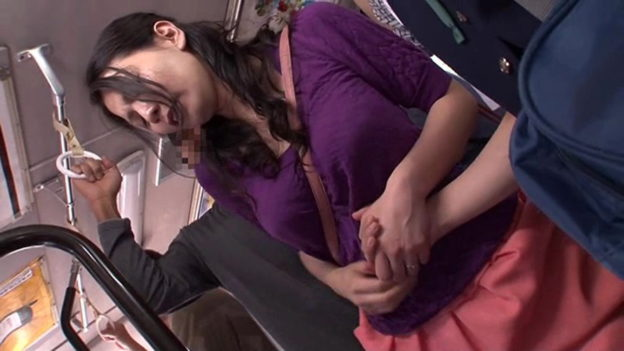 【痴漢エロ】電車でガチのチカン被害に遭ってる女の子が撮影される・・・(画像あり)・74枚目