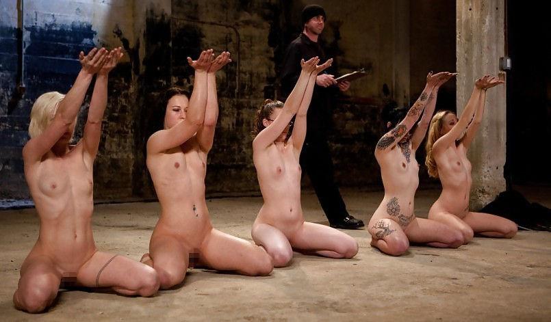 【人身売買】性奴隷オークションで女が買われる光景がこちら。。(画像あり)・1枚目