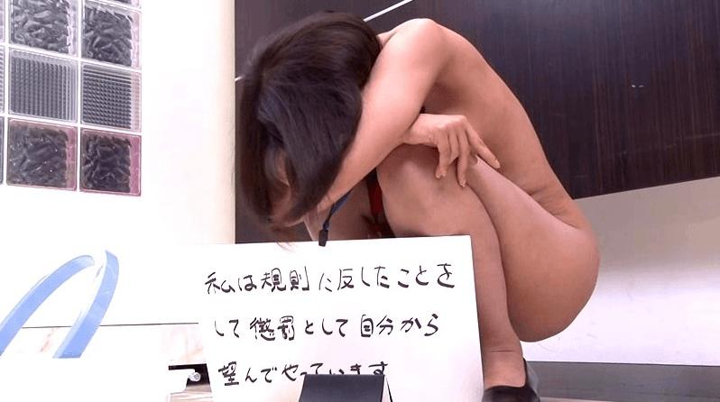 【エロ画像】女同士の性的イジメが完全にエロを超越しててコワイ。。・1枚目