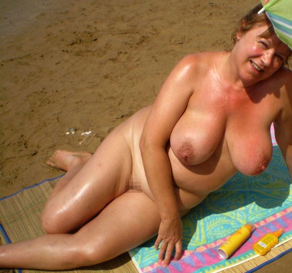 ヌーディストビーチに行ったワイ、好みのポチャ女だけ撮影して帰るwwwwwww(エロ画像)・1枚目