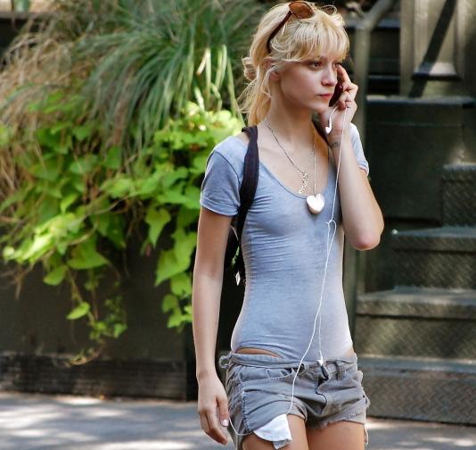 【街撮り】ロシアの街で流行ってる「透けファッション」とかいう服エッロwwwww・3枚目